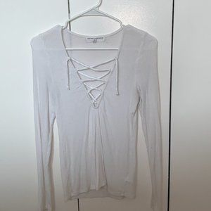 WHITE CRISS CROSSED LONG SLEEVE TOP